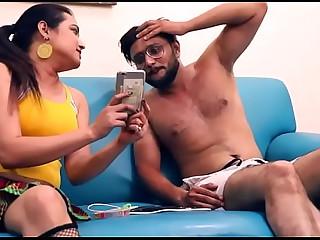 Bhabhi Ne Devar ko Muth Marte Huve pakdliya